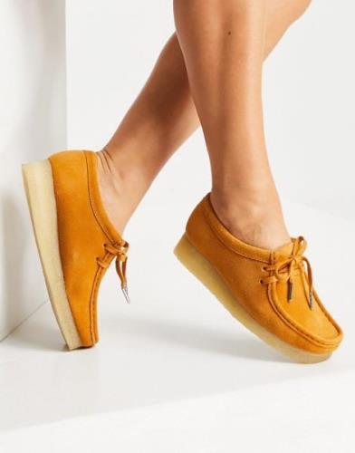 Clarks Originals Wallabee flat shoes in tumeric suede-Brown